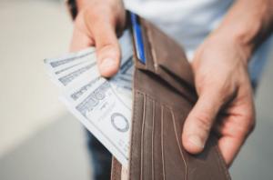 Como Hacer un Ritual Casero para Atraer Dinero y Abundancia