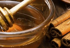 Como realizar el ritual con miel para atraer el amor